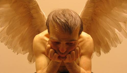 Ron Mueck maakt prachtige kunst. Hier zie je een engel