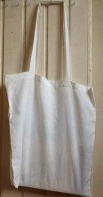 Bij het begin van dienst pakken de kinderen een tas