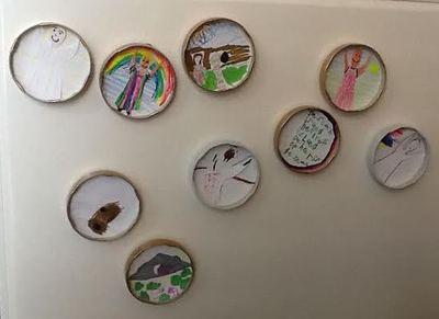 Kindertekeningen opstandingstafereel in binnenkant deksels