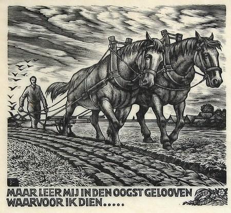 zwart-wit tekening van man die loopt achter ploegende paarden met als onderschrift maar leer mij in den oogst gelooven waarvoor ik dien