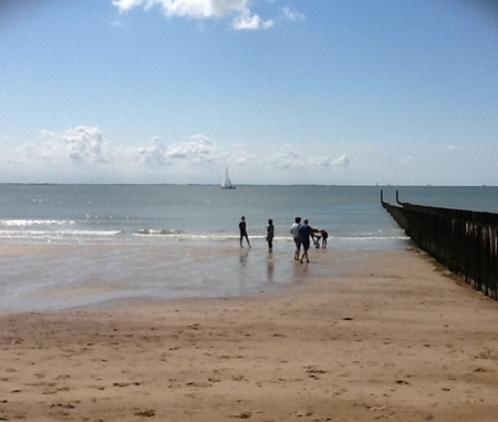 Strand bij mooi weer